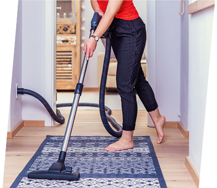zentralstaubsauger saugt Teppich